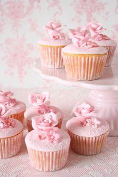 So pretty floral pink cupcakes Pretty Cupcakes, Beautiful Cupcakes, Pink Cupcakes, Yummy Cupcakes, Cupcake Cakes, Valentine Cupcakes, Floral Cupcakes, Cupcake Art, Vanilla Cupcakes