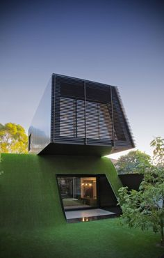 HOUSE ON A HILL: Hill House by Andrew Maynard Architects