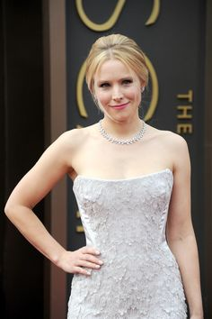 "Kristen Bell Channels a ""Frozen Vibe"" at the Oscars : oscar"