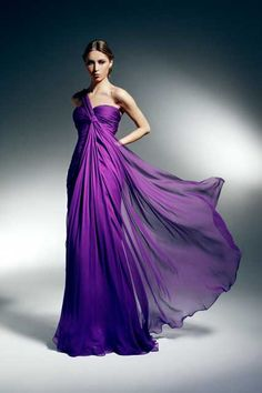 Zuhair Murad is a Lebanese designer and relatively new on the fashion scene. He designs haute couture and ready-to-wear gowns and outfits Glam Dresses, Ball Gown Dresses, Dresses For Teens, Pretty Dresses, Fashion Dresses, Awesome Dresses, Prom Dress, Formal Dresses, Purple Gowns