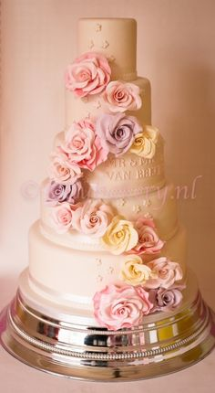 Wedding cake sweet roses  By sillybakery