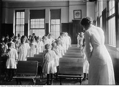 Students take part in a nose-blowing class, Toronto, 1913