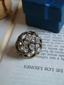 Beautiful Vintage Retro Crystal Adjustable Cocktail Party Ring