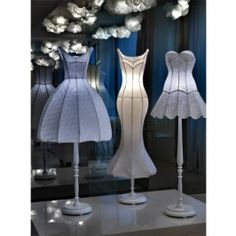 Artist and designer Sachie Muramatsu creates delicate lamp shades that resemble flowers and are made from traditional Japanese washi paper Mason Jar Chandelier, Diy Chandelier, Mason Jar Lighting, Flower Lamp, Traditional Kimono, Home Decor Lights, Kimono Pattern, Handmade Lamps, Lighting Design