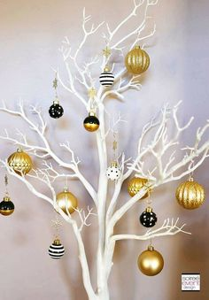How to Mix and Match Decor for a Rustic Chic and Modern Glam Christmas - christmas dekoration Diy Christmas Garland, Christmas Tree Themes, White Christmas, Christmas Crafts, Xmas, Rustic Christmas, Coastal Christmas, Modern Christmas, Beautiful Christmas
