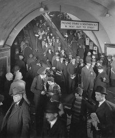 Old London Underground. Vintage London, Old London, Blitz London, London History, British History, London Transport, London Travel, Public Transport, Old Pictures