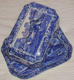 Copeland Spode's Italian pattern, again dating about the turn of the 19th Century, a Cheese Dish and Cover