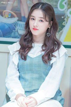 Momoland Nancy Cute Girl Pic, Cute Girls, Cool Girl, Nancy Jewel Mcdonie, Nancy Momoland, Korean Beauty, Asian Beauty, Asian Woman, Asian Girl