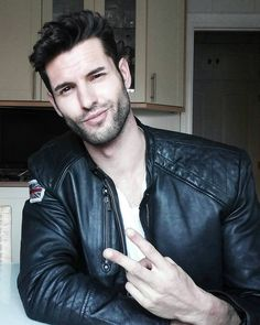 Instagrammer oscaralvarez84 in a black leather jacket