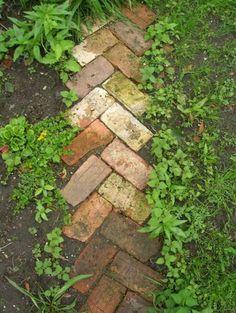 Backstein Weg - einfach und schön, und geht bestimmt auch mit vier statt zwei Steinen