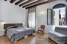 Modern apartment for 4 people close to Saint Mark's Square! Timber beams + oak parquet flooring = the perfect apartment in #Venice!