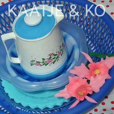 Om blij van te worden!! Retro & blauw... www.kaatje-en-ko.com