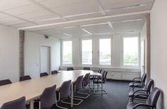 Raum Bramfeld:    Dieser Konferenzraum ist 40 qm groß und für ca. 22 Personen geeignet.