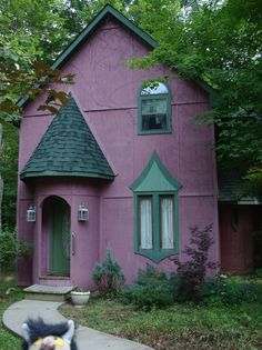 Hideaway purple home Hollywood Pink Houses, Little Houses, Casa Octagonal, Purple Home, Purple Teal, Cabins And Cottages, Decoration Design, Cozy Cottage, Exterior Colors