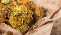 Cheesy Baked Zucchini Balls Healthier Than Fritters, These Cheesy Bite-Sized Snacks Are Our New Go-To! Greek Recipes, Veggie Recipes, Appetizer Recipes, Vegetarian Recipes, Appetizers, Cooking Recipes, Top Recipes, Chicken Zucchini Poppers, Zucchini Bites