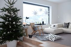 Wohnen Herbst & Winter Christmas living room Seeking Comfort in Air beds and Air Mattresses Article Summer Christmas, Christmas Diy, Xmas, Black Christmas Decorations, Christmas Living Rooms, Beach Chairs, Winter Garden, Holidays And Events, Bedroom Decor