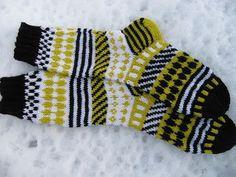 Sitruunan hapokasta Crafts To Do, Yarn Crafts, Marimekko Fabric, Warm Socks, Boot Cuffs, Knitting Socks, Knit Socks, Diy Crochet, Knitting Projects