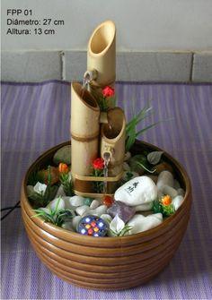 Material usado: vaso de cerâmica, bica de bambu, pedra rolada, imagem, seixo, planta natural ou artificial e luminária.       ...