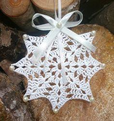 New crochet heart decorations Ideas Mandala Au Crochet, Crochet Snowflake Pattern, Crochet Motifs, Christmas Crochet Patterns, Holiday Crochet, Crochet Snowflakes, Doily Patterns, Thread Crochet, Crochet Doilies