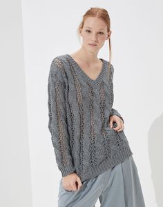 Cotton, linen and silk Dazzling Cable & Net sweater Knit Fashion, Fashion Looks, Sleeveless Jacket, Summer Knitting, Silk Material, Brunello Cucinelli, Cotton Sweater, Costume, Pulls