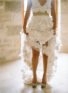 I am not a flowery wedding gown kinda girl but this is so pretty, great silo too!