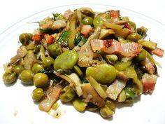 La Vignarola è un contorno tipico della cucina romana vegetariano a base di carciofo romanesco, fave, piselli e cipollotto. Ecco ricetta, storia, proprietà.