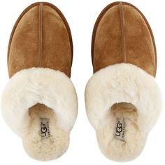 UGG® Women's Scuffette II Slippers - Chestnut (1,955 MXN) ❤ liked on Polyvore featuring shoes, slippers, flats, pajamas and uggs