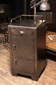 ancienne caisse industrielle provenant de la sncf. Black Bedroom Furniture Sets. Home Design Ideas