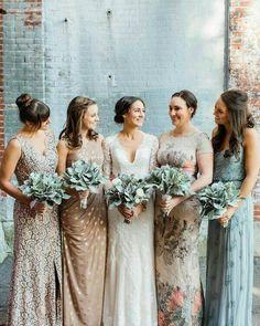 """89 curtidas, 9 comentários - Armazém Inspira (@armazeminspira) no Instagram: """"Um lindo mix de vestidos de madrinhas para inspirar.  Neste casamento, ao invés de escolher um…"""""""