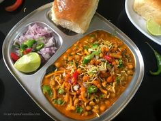 Chatpata misal pav is a spicy, tangy and lip-smacking Indian curry/street food – bean sprouts are cooked in a spicy gravy, topped with crispy fried savory chiwda or mixture and served with pav/slider buns. Misal Pav Recipes, Pav Bhaji Masala, Chicken Karahi, Chaat Recipe, Indian Food Recipes, Ethnic Recipes, Mung Bean, Indian Street Food, Bean Sprouts