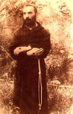 Infallible Catholic: Padre Pio of Pietrelcina St Pio Of Pietrelcina, Praying The Rosary, Saint Quotes, Catholic Quotes, Mystique, Catholic Saints, Catholic Religion, Jesus Pictures, Prayer Book