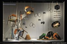 Creative and chaotic visual merchandising design with suspended chairs and randomly arranged decoration, japan. Visual Merchandising, Garage Extension, Japan Design, Design Web, Window Display Design, Shop Window Displays, Shop Interior Design, Retail Design, Hermes Window
