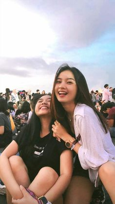 Best Friend Pictures, Bff Pictures, Friend Photos, Ulzzang Couple, Ulzzang Girl, Korean Best Friends, Best Friend Photography, Creative Instagram Stories, Korean Couple