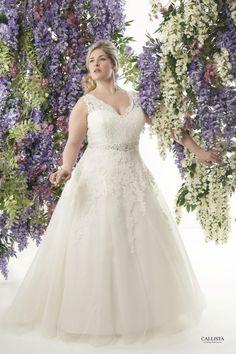 Santorini I Callista Plus Size Wedding Dresses: A-Linie & Empire Silhouettes I Plus Size Brautmode & XL/XXL Brautkleider in großen Größen/Übergröße bei Vollkommen.Braut. - The Curvy Bridal Concept Store