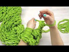 Мастер-класс! Как связать рукой стильный шарф за 30 минут! - YouTube