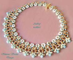 Ciao a tutti! Oggi vi presento il mio nuovo tutorial! la collana AUDREY, realizzata con arcos, minos, bicono Swarovski, e perle di amazzoni...