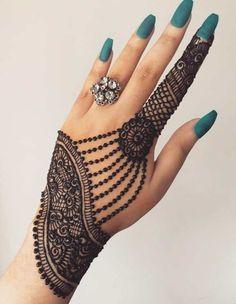 Mehndi is something that every girl want. Arabic mehndi design is another beautiful mehndi design. We will show Arabic Mehndi Designs. Henna Hand Designs, All Mehndi Design, Mehndi Designs Finger, Simple Arabic Mehndi Designs, Mehndi Designs For Girls, Modern Mehndi Designs, Mehndi Design Photos, Wedding Mehndi Designs, Mehndi Designs For Fingers