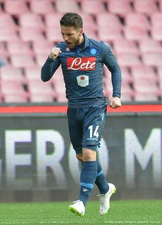 Dries Mertens Photos - Dries Mertens of Napoli celebrates after scoring the opening goal during the Serie A match between SSC Napoli and Udinese Calcio at Stadio San Paolo on February 2015 in Naples, Italy. - SSC Napoli v Udinese Calcio - Serie A Dries Mertens, Number 14, Football Players, Club, Sports, Collection, Wallpaper, Soccer Shirts, Hs Sports
