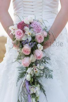 Brautstrauß Hochzeitsfloristik von schubberts.de Wasserfall Pastell Rosa Flieder weiß Rosen