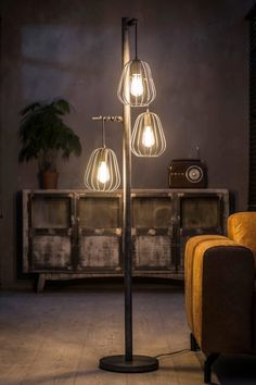Floor lamps are arguably one of the most trustworthy and noble light fixtures in any kind of interior setting. Gallery Lighting, Lighting Design, Decor Interior Design, Interior Decorating, Cool Floor Lamps, Dining Room Lighting, Home Decor Inspiration, Led Lamp, Diy Furniture