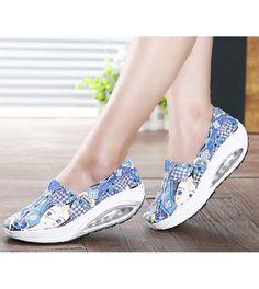Women's blue canvas slip on shoes beauty girl art pattern, Round toe design. Shape Up Shoes, Shoe Boots, Shoe Bag, Blue Canvas, Cool Style, Ideias Fashion, Shoes Sneakers, Slip On, Toe