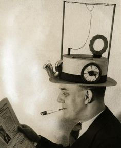 Funny pictures about 27 insane inventions from the past. Oh, and cool pics about 27 insane inventions from the past. Also, 27 insane inventions from the past. Inventions Folles, Weird Inventions, Amazing Inventions, Radios, Vintage Photographs, Vintage Photos, Ideas Para Inventos, Ex Machina, Arte Pop