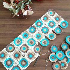 """Instagram'da her şeyden biraz💁: """"#örgü#motif#dantel#pinterest#alıntı #elişi#marifetlihanımlar#elemeği#instagram#hobi#marifetlieller#hamarathanımlar #pratikfikirler…"""" Crochet Quilt Pattern, Granny Square Crochet Pattern, Crochet Pillow, Crochet Squares, Crochet Blanket Patterns, Crochet Motif, Crochet Designs, Crochet Flowers, Free Crochet"""