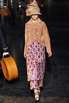 Louis Vuitton Fall 2012 Ready-to-Wear Fashion Show - Lina Zhang