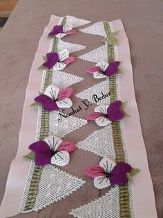 This Pin was discovered by Gök Diy Y Manualidades, Cross Stitch Borders, Needle Lace, Filet Crochet, Diy And Crafts, Projects To Try, Lily, Quilts, Blanket