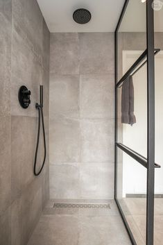 Bath Tiles, Bathroom Tile Designs, Bathroom Interior Design, Bathroom Spa, Bathroom Toilets, Small Bathroom, Bathroom Design Inspiration, Industrial Bathroom, Bathroom Styling