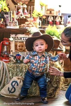 Little Boy Cowboy Birthday Party Ideas - PartyFaqs Rodeo Birthday Parties, Cowboy First Birthday, 1st Birthday Boy Themes, Rodeo Party, Cowboy Theme Party, Festa Toy Store, Party Ideas, Party Printables, Birthday