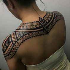 Maori tattoos are among the foremost distinctive tattoos within the world and have their own identity amongst the Polynesian tattoos. Maori Tattoo Frau, Ta Moko Tattoo, Maori Tattoos, Leg Tattoos, Body Art Tattoos, Samoan Tattoo, Borneo Tattoos, Thai Tattoo, Tattoo Art