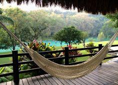 ¡Duerme a la orilla del río en estos bungalows secretos!