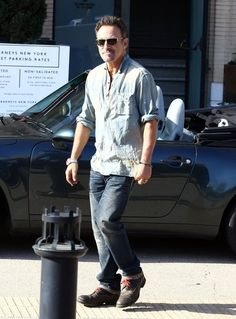 """Bruce Springsteen Photos - 'Born In The USA"""" singer Bruce Springsteen and his wife Patti Scialfa leaving in style after doing some shopping at Barneys New York in Beverly Hills, California on May 8, 2014. - Bruce Springsteen and Patti Scialfa Go Shopping"""